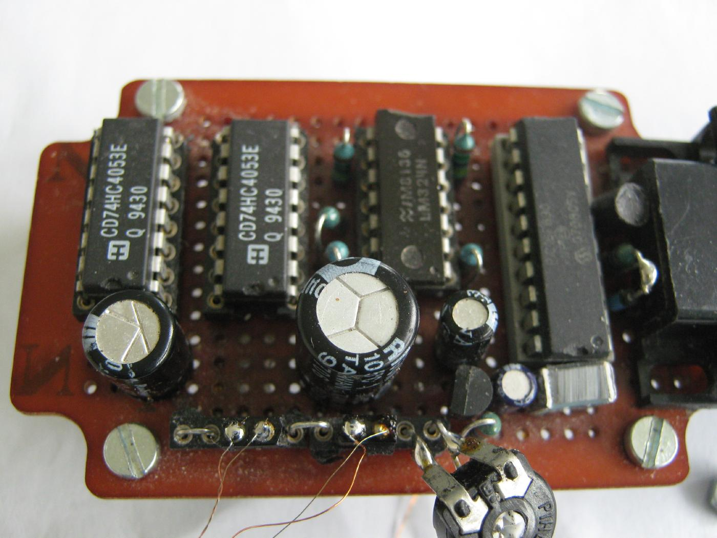 Panteltjes Th Pic Page Digital Temperature Meter Using Lm335 Or Lm135 In This Picture The Thermocouple Connections Are Shorted With Little Wire Bridges You Can See Sensor On Connection Block